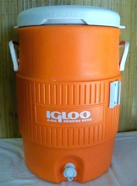 Igloo 10 Gallon Seat Top Beverage dispenser with spigot and Cup Dispenser