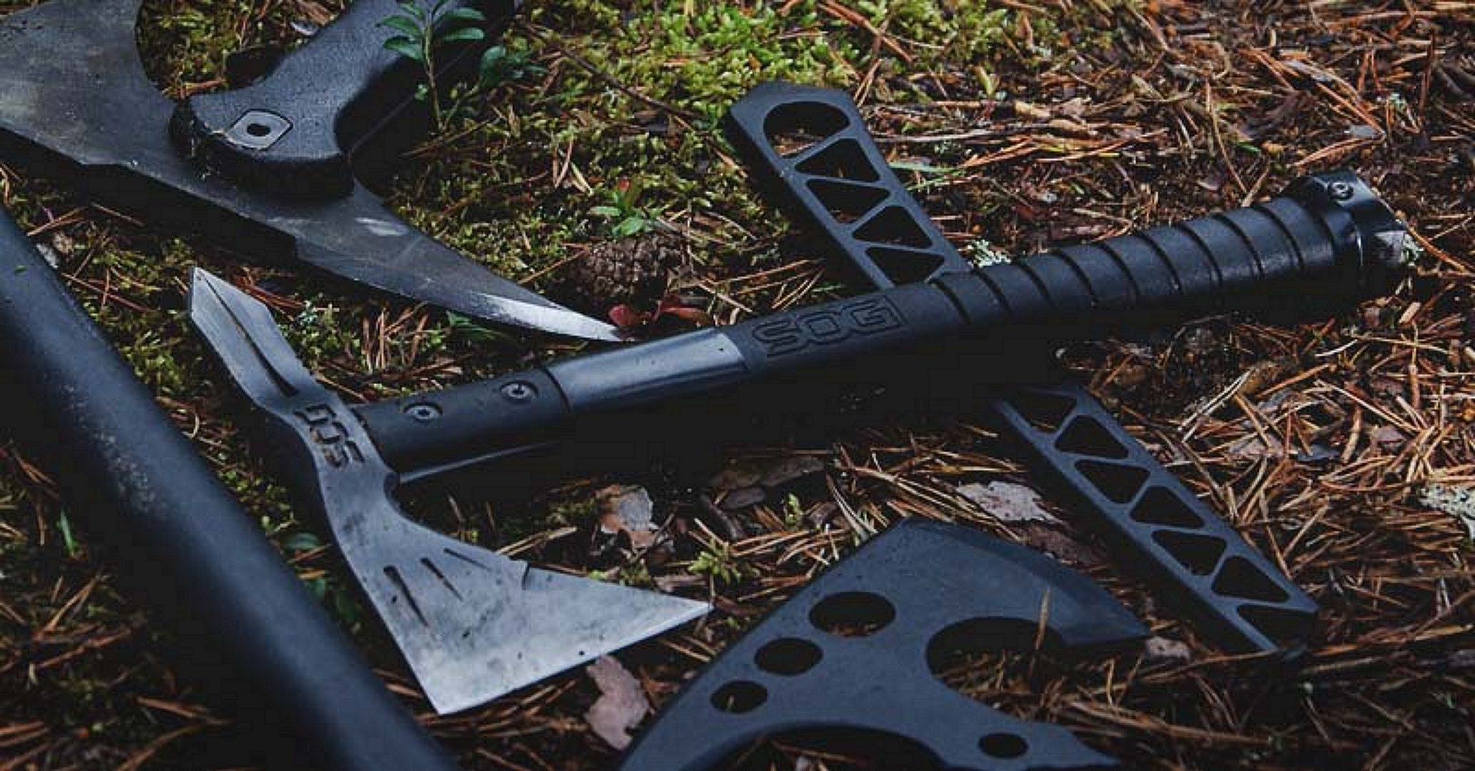 SOG Tomahawk on the grass