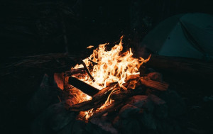 How hot is a campfire