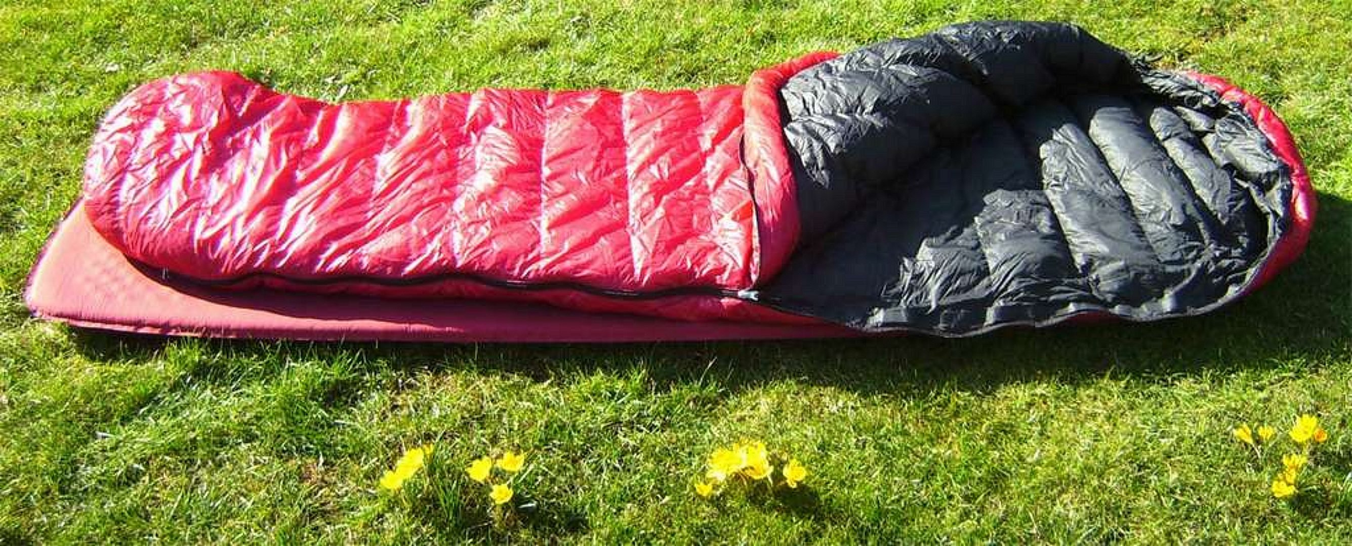 Western Mountaineering SUMMERLITE sleeping bag on the grass Western Mountaineering SUMMERLITE Review